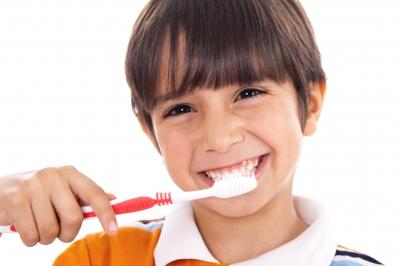 Cómo prevenir las enfermedades dentales de sus hijos