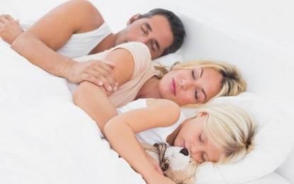 6 pasos para que la familia duerma bien y no retrasar el despertador