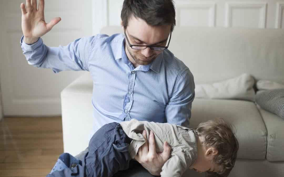 ¿Es bueno o malo disciplinar a los niños con palmadas, nalgadas u otras formas físicas?