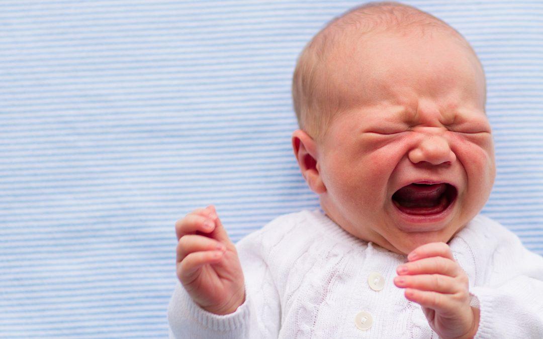 ¡Atención! Irritabilidad y orinarse en la cama son síntomas de niños maltratados