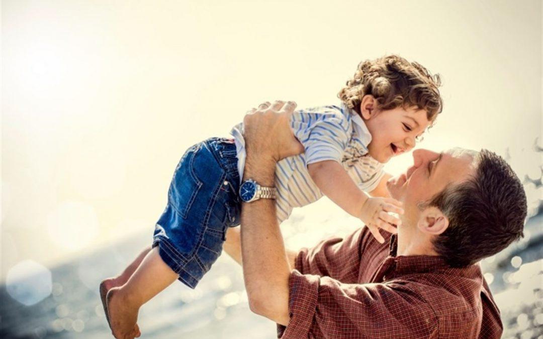 El mejor regalo para un padre: pasar más tiempo con sus hijos