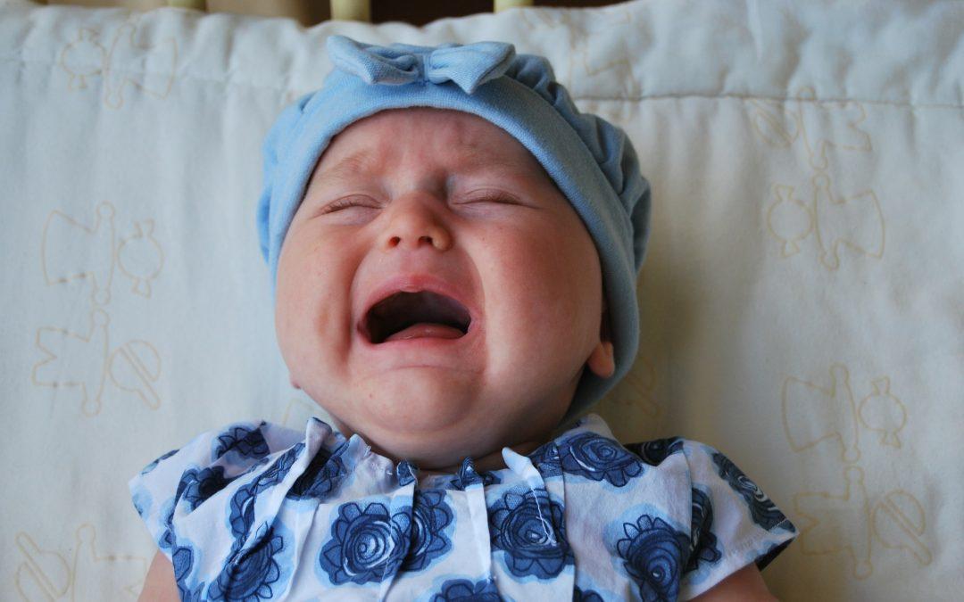 Si dejar llorar a su bebé no es una opción para dormirlo ¿cuál es la mejor forma?