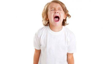 Cómo saber cuándo tu hijo tiene mal comportamiento o un problema de salud mental