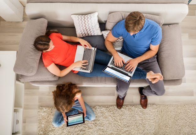 ¿Cómo ser padres en un mundo con Internet?