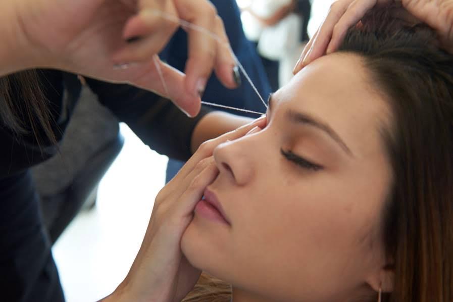 Todo lo que debe saber sobre la depilación facial con hilo