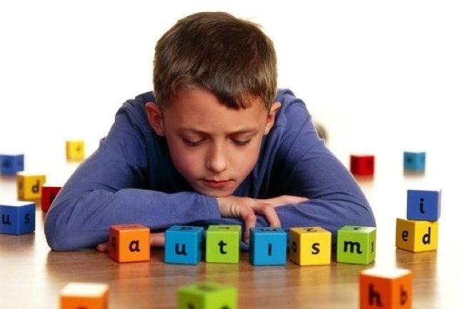 Salir de vacaciones con un niño con autismo: claves para disfrutar en familia