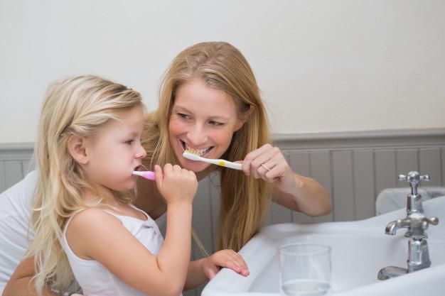 Cómo lavar los dientes de sus hijos correctamente