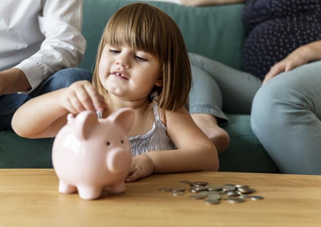 Ocho consejos para enseñar a sus hijos a ahorrar