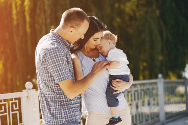 Cómo una simple caricia reduce el dolor de los bebés