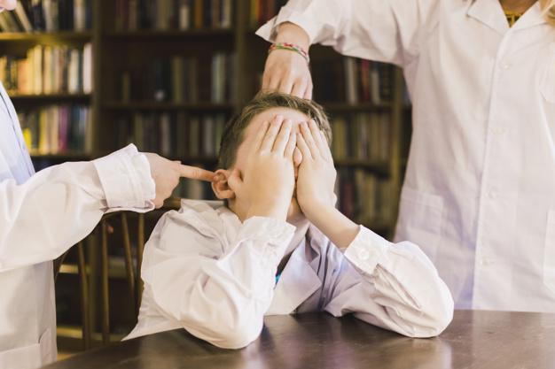 Mi hijo no quiere ir a la escuela porque sufre de bullying, ¿cómo ayudarle?