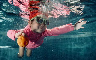 10 consejos para garantizar la seguridad de los niños en una piscina