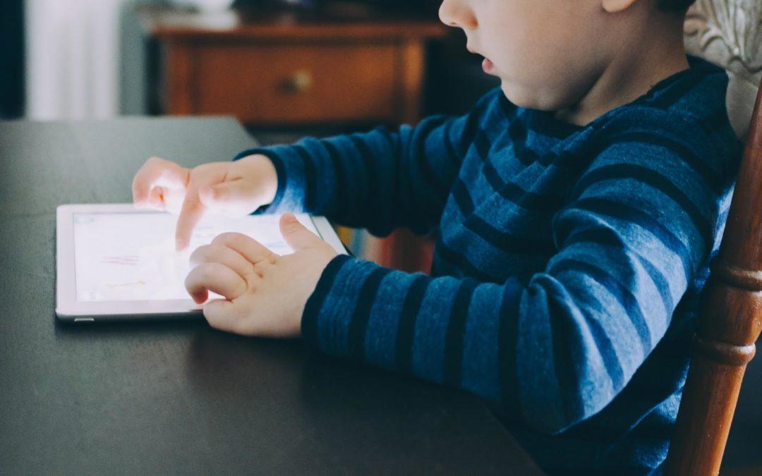 3 herramientas para controlar la interacción web de los menores de edad