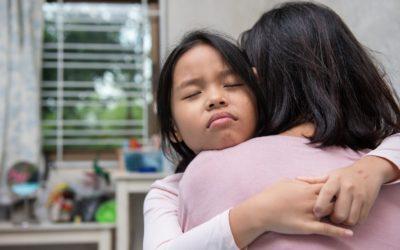 Cómo pueden los padres ayudar a sus hijos a sobrellevar las pérdidas que ocasiona el COVID-19