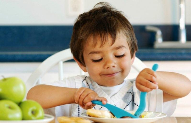 """Evite el """"hambre oculta"""" después del primer año de los niños."""