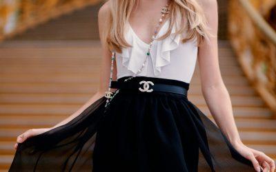 Así es como se llevan las faldas a partir de hoy (de acuerdo a Chanel)