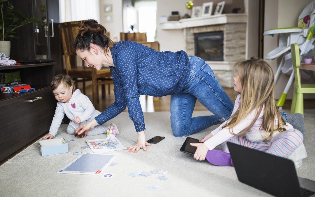 ¿Qué debe considerar al buscar una niñera para sus hijos?