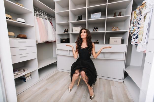 ¿Por qué salen hongos en la ropa de mi armario (y no solo ahí)?