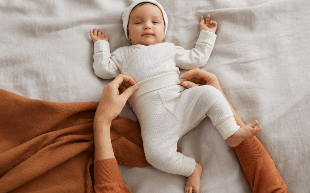La moda lanza prendas extensibles que se adaptan al crecimiento del bebé