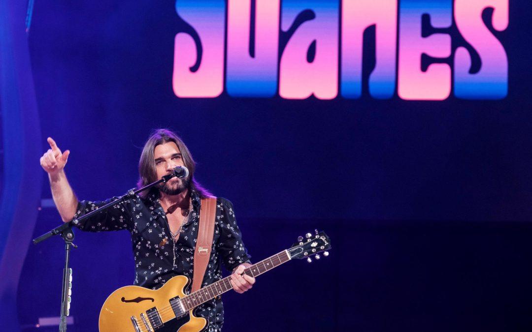 Juanes, Rauw Alejandro y Camila Cabello, en la gala de los Billboard Latinos